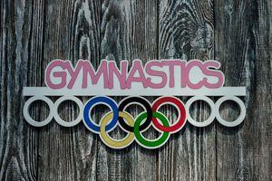 Деревянный держатель для медалей Гимнастика